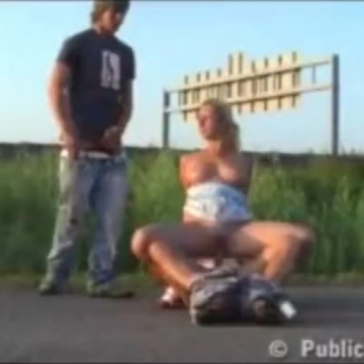 Public_sex_threesome_by_a_highway