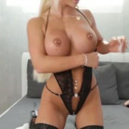 3 Dildos und nur eine Frau vor der webcam! Krasse show mit geilem dirtytalk