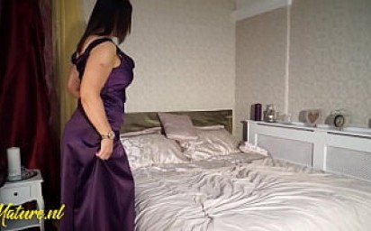 Posh Mom With Big Naturals In Sexy Lingerie Pleases Herself