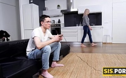 SIS.PORN. Whore gives sex joy to stepbro who easily trades big game for act of procreating