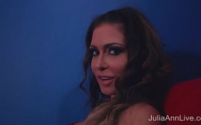 MILFs Julia Ann And Jessica Jaymes Give Ultimate Stripper Experience!