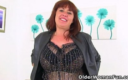 UK milf Janey looks delicious in fishnet tights